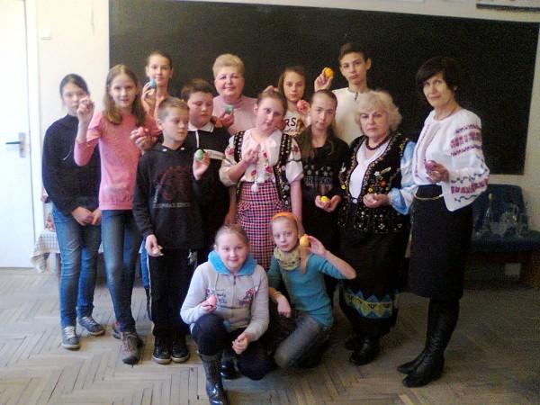 Учні 6-Б класу учасники конкурсу Лемківська писанка