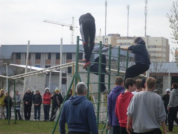 Cпортсмни Франції та Румунії провели у нашій школі заняття з паркуру