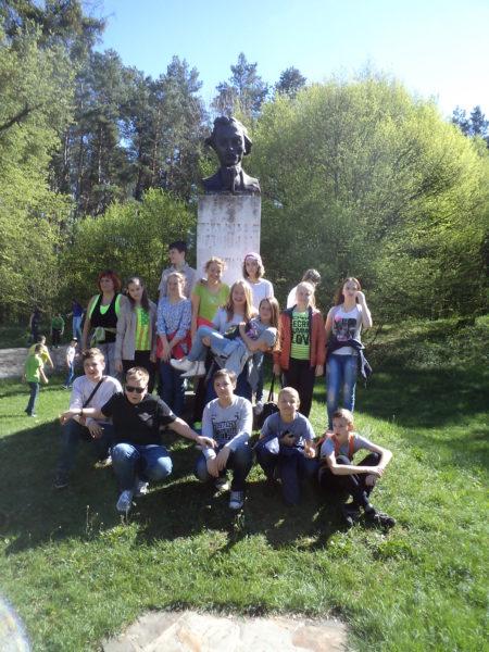 Учні 7-А та 7-Б побували на екскурсії у с.Підлисся та с. Гавареччина