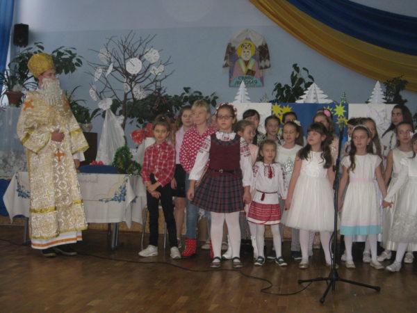 Учні 5-х класів провели ранок «Ми чекаємо Миколая»
