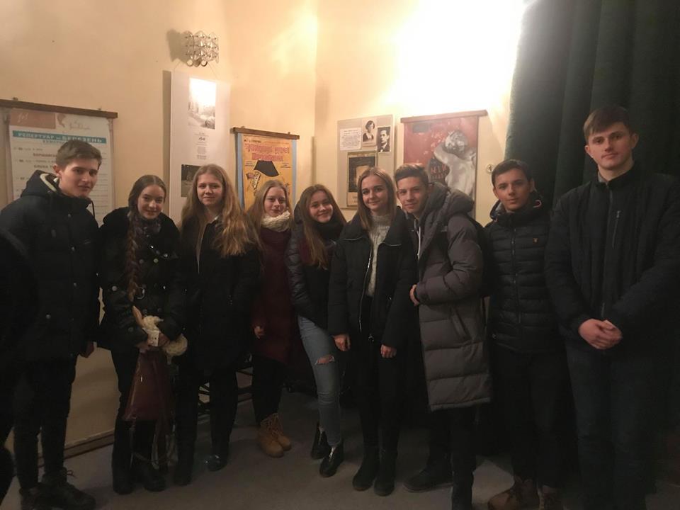 учні 10-Б класу СЗШ№90 м.Львова відвідали театр ім.М.Заньковецької
