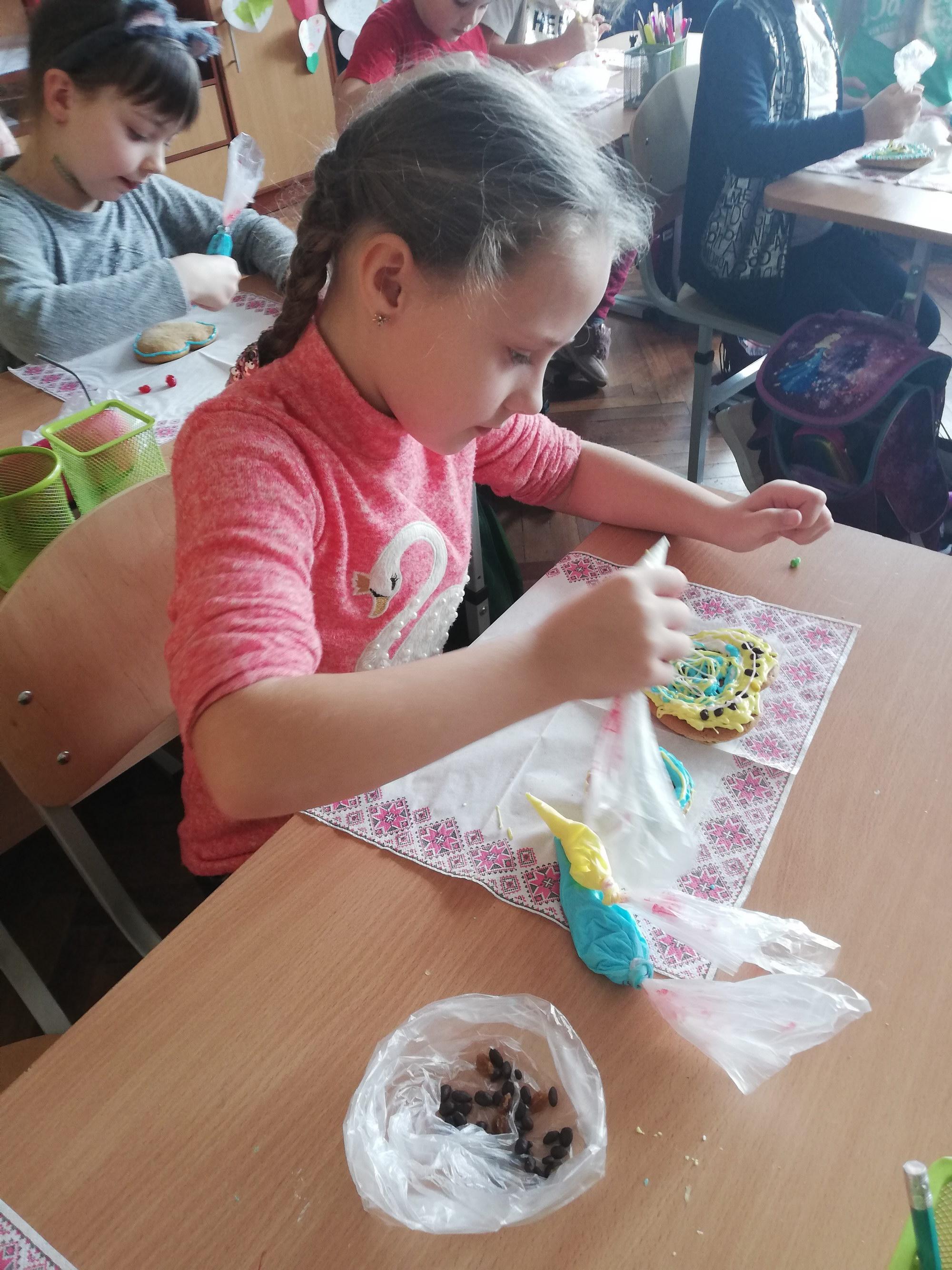 У 2А класі розписувати пряники стало вже традицією.