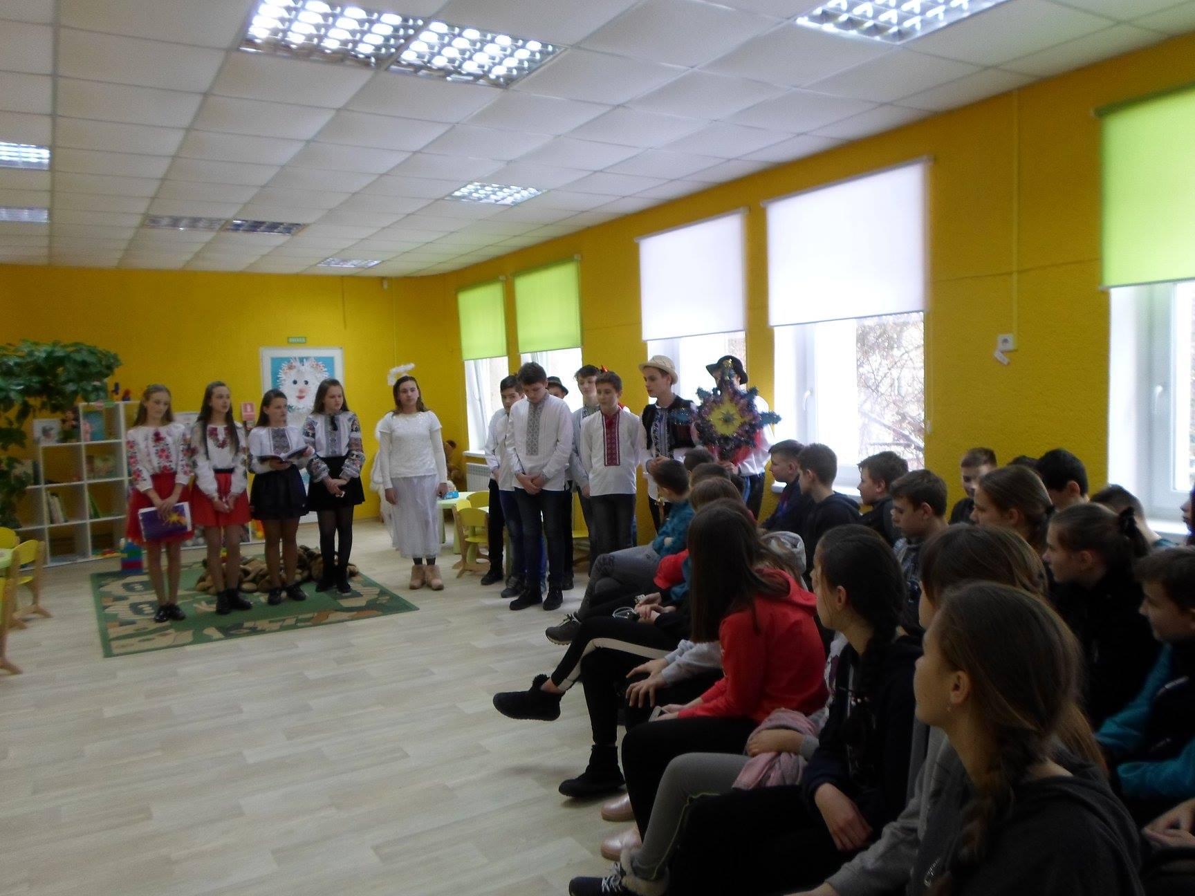 """Учнями 7 А і 8 В класу  у бібліотеці """"Сихівська"""" було поставлено вертеп англійською мовою"""