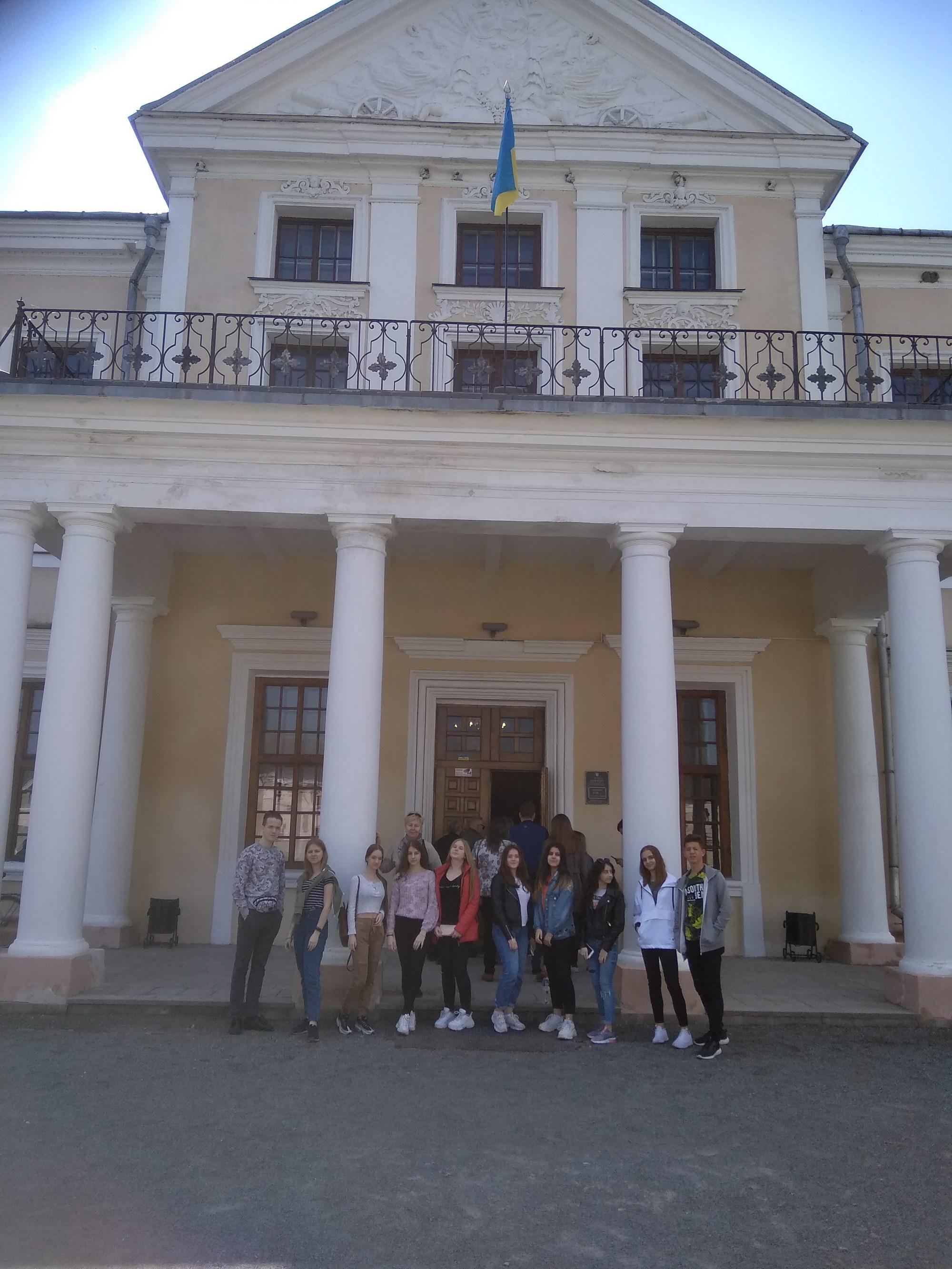 Вивчаємо історію України, подорожуючи країною