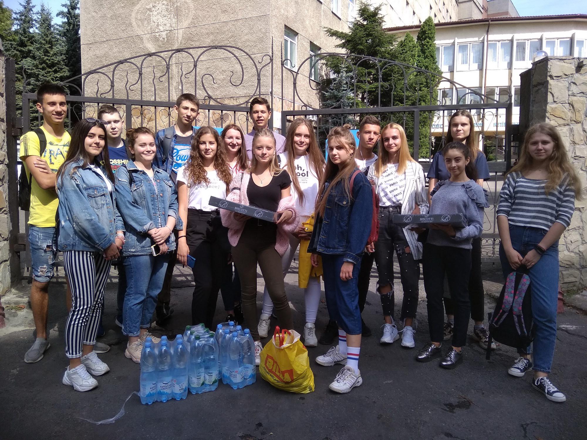 Учні 11-Б класу СЗШ № 90 м. Львова відвідали поранених воїнів ЗСУ