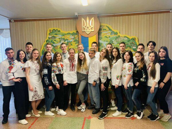 11 А провели виховну годину до Дня вишиванки «Одягни вишиванку. Пишайся, що ти - українець»